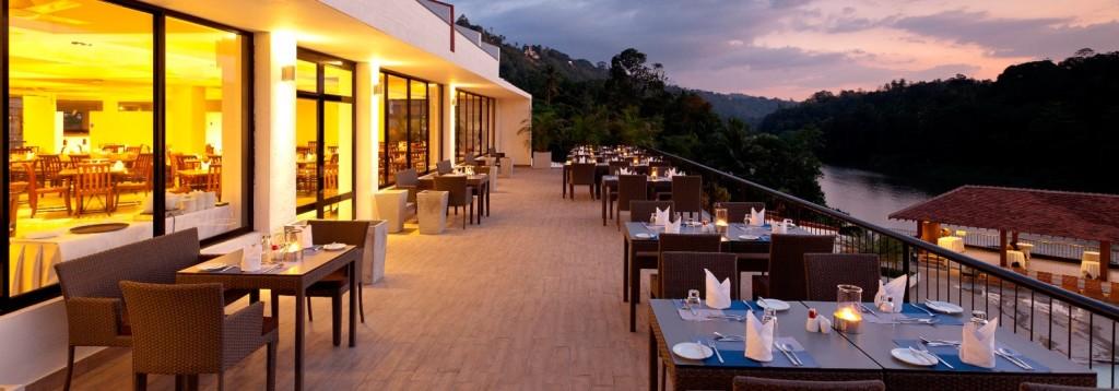 Restaurant View Cinnamon Citadel Hotel