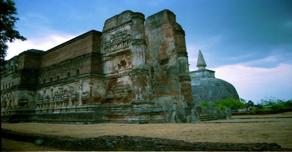 Lankatilaka Vihara In Sri Lanka